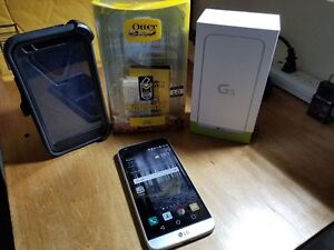 LG-G5 in mint shape, with Otterbox