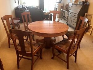 Antique Pedestal Dining Table and 6 Chairs