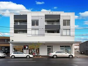 Looking for a nice guy to share this apartment with me Carnegie Glen Eira Area Preview