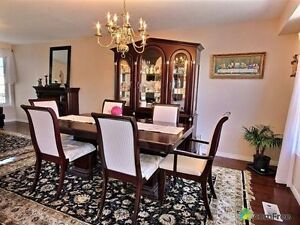 Solid Wood Dinning Table and 6 chairs, 2 inserts