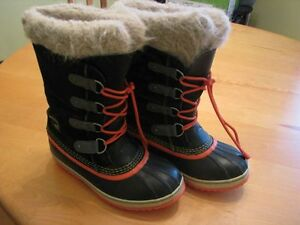 Sorel winter boots size 5    75$