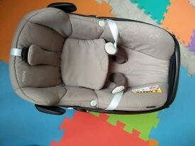 Excellent condition MaxiCosi Pebble Group 0 car Seat