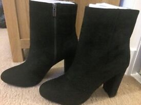Black suede Next boots, NEVER WORN,size 6