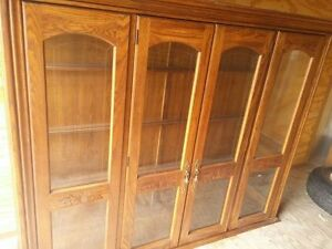 Gorgeous china cabinet, in excellent shape.