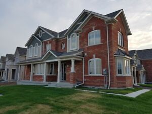 4 Bed Room Town House for Rent in Pickering Near Seaton Trail.