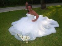 3159 sincerity wedding dress. Size 18. White