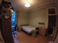 En-suite spacious bedroom available for June