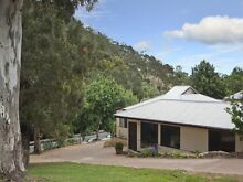Country Living 4 bdrm house 15 min from city nestled in the hills Auldana Burnside Area Preview