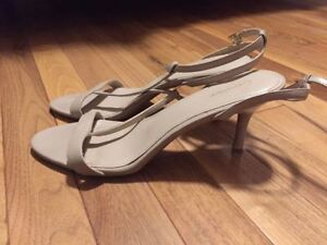 GUC WOMEN'S SHOES (size 8.5 to 10)