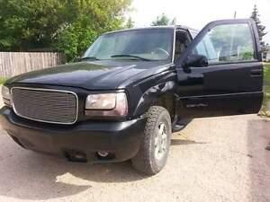 1999 GMC Yukon Denali SUV