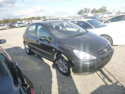 Peugeot 3-Series Hatchback 307 wrecking all parts