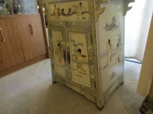 Vintage Chinese Lacquer & Mother of Pearl/Shell Cabinet