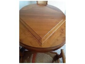 ELEGANT FRENCH MAHOGANY DINING TABLE AND CHAIRS