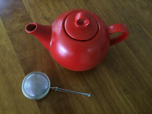 Red  Ceramic Teapot comes with tea strainer