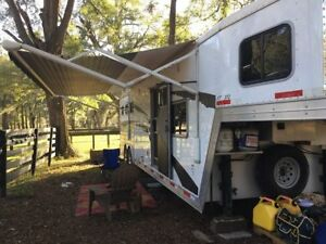 Exiss 3 horse trailer with 12' LQ