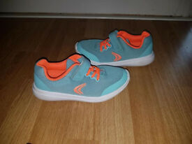 Clarks Girls Trainers / really comfy/ size 12g. In great condition