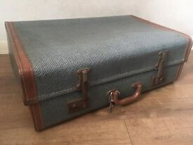 Large Expanding Vintage Suitcase With Working Locks and 2 Keys