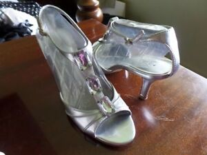 Silver dress bling shoes great shape. Size 7.5 - 8. Excellent Co