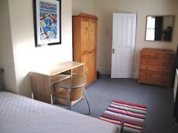 Large, light, fully furnished double room in friendly houseshare in Croydon