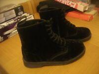 Brand New Never Worn Genuine Rare Dr Martens Marvel Size 9 Airwear Black Crushed Velvet 8 Hole Boots