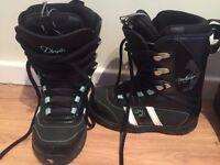 Snowboard boots - size UK 4,5 - hardly worn