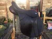 """Brown Thorowgood 17"""" T6 Jumping Saddle"""
