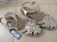 Brand new sandals . Size 6