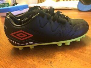 Kids Umbro Soccer Cleats, Size 10