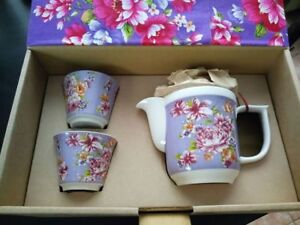 Teapot and cups!