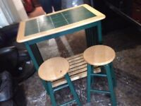 Breakfast bar table with 2 chair stools