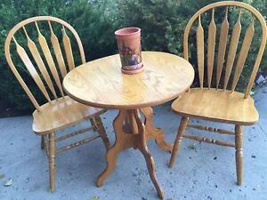 GORGEOUS ROUND TABLE ,WITH A PAIR OF OAK CHAIRS
