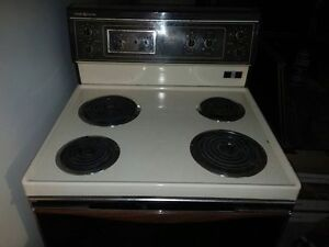 stove, dishwasher, fridge w/freezer,