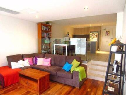 BEDROOM + OWN BATHROOM IN DEE WHY FOR RENT