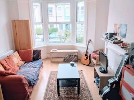 Lovely double room in spacious and friendly house share