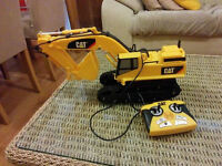 CAT 15 inch Excavator Remote with Light and Sound+ yellow safety helmet