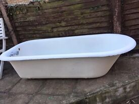 Tradditional Cast Iron Bath. With Original Feet and Taps. No Damage, Good condition, needs cleaning