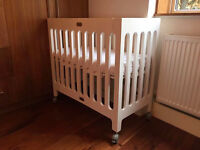 Bloom Alma Mini Crib with Green Sheep mattress, mattress protector and two fitted sheets