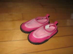 Toddler Air walk size 8 water sock (like new)