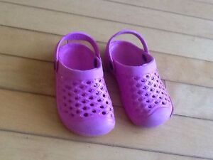 Size 7 Crocs like new (great for inside daycare)