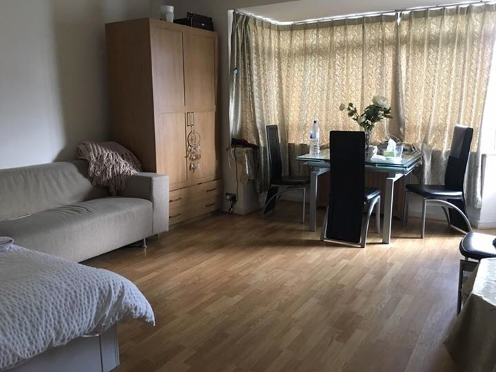 LARGE MODERN DOUBLE ROOM available now/ LONDON WARREN STREET