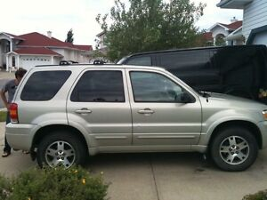 2005 Ford Escape - Fully Loaded-  Very Low Km's