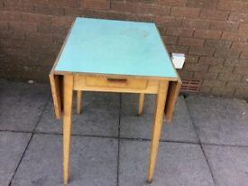 Retro folding table