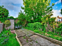Gorgeous 4 bed, 1 bath Terraced House - Stratford, E15