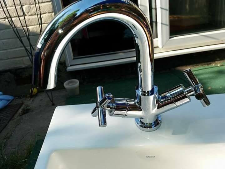 Deca Sink With Taps ( 15x40.5x40.5cm)