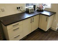 Kitchen Units & Worktops Howdens