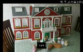 Sylvanian Families Grand Hotel with accessoriee