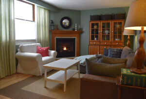 Bright  and cozy furnished Collingwood home for rent