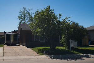 GREAT FAMILY HOME IN THICKWOOD - 189 Ross Haven Drive!