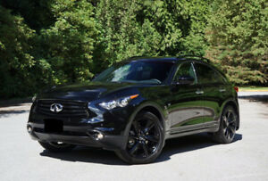 Beautiful 2017 Infiniti QX70 S with LOW kms and WARRANTY!
