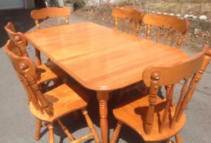Solid Maple Dinning Set, six Chairs. Like new